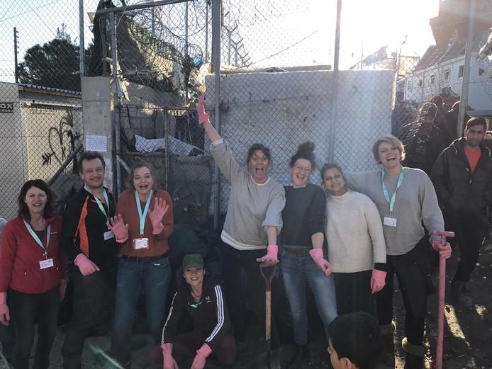 Vrijwilligers van Because we Carry spannen zich in voor de vluchtelingen op Lesbos (9)