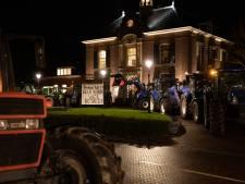 Boeren uit protest met tientallen trekkers naar gemeentehuis Heerde