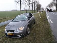 Vrachtwagen valt op auto bij IJsselmuiden, Frieseweg dicht