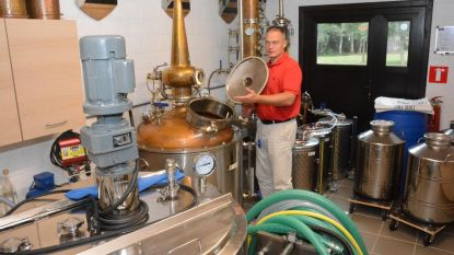"""SAS Distilleries produceert geen gin meer, maar wel ontsmettingsalcohol voor apotheken: """"We dragen met plezier ons steentje bij"""""""