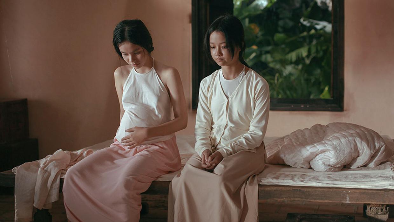 May (links) is in 'The Third Wife' door haar aanstaande echtgenoot uitsluitend geselecteerd om een zoon te baren.