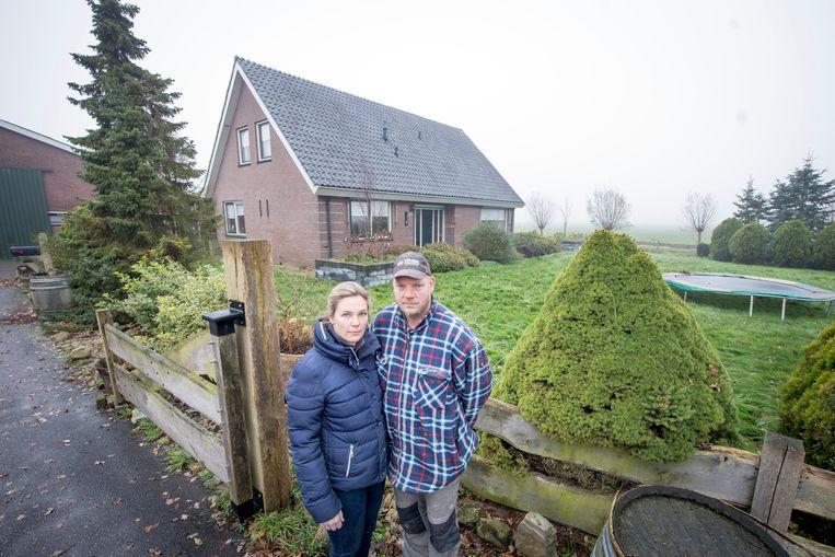 Echtpaar Rick en Frederike Keijzer over hun problemen met purisolatie. Na gezondheidsklachten zijn ze een aantal jaren geleden met hun kinderen halsoverkop het huis uitgevlucht. Een oplossing is er niet.