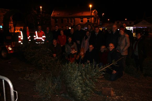 De kerstboomverhakseling in Krottegem.