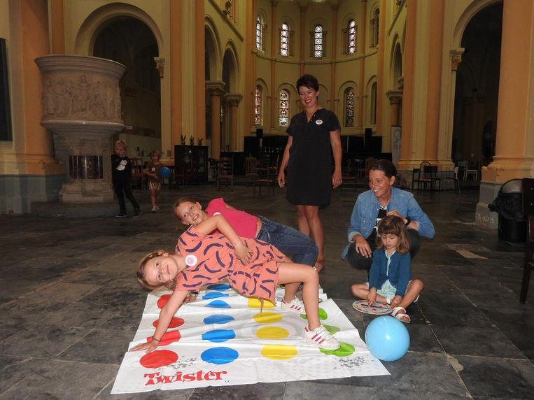 De paar kinderen die aanwezig waren in de opvang in de kerk, konden spelletjes spelen.