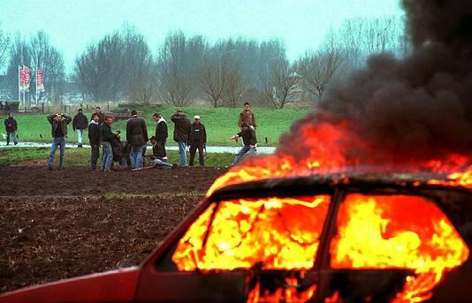 De slag bij Beverwijk in 1997, een treffen tussen Ajax- en Feyenoordhooligans in een weiland langs de snelweg.
