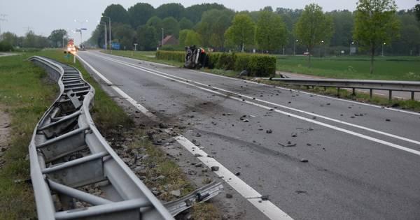 Automobilist gewond bij botsing met vangrail in Axel.