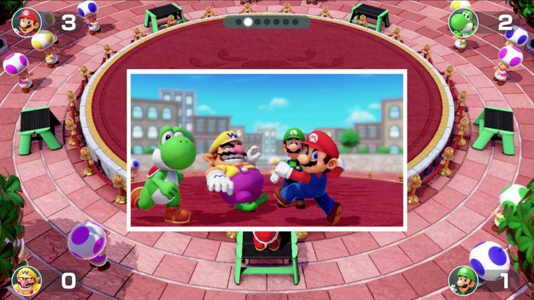 Spelers meppen elkaar uit de weg om centraal op de foto te staan.