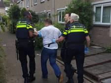 Politie escorteert dronken man naar zijn bed