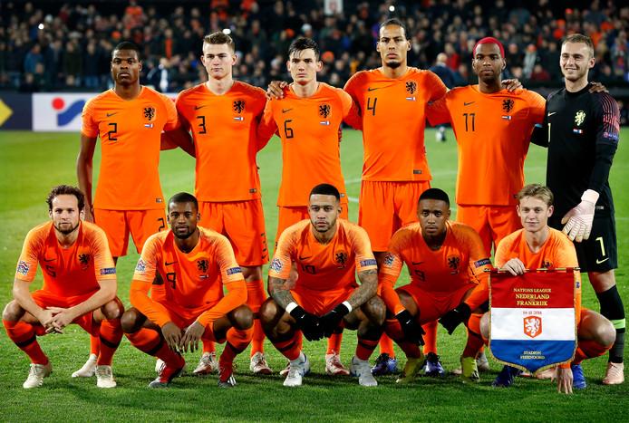 Het Nederlands elftal vlak voor het Nations League-duel met Frankrijk. De opstelling tegen Wit-Rusland is exact hetzelfde.