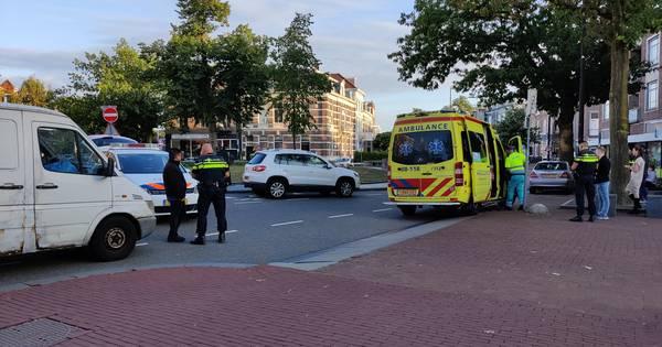 Fietser gewond door botsing met auto op Hertogplein in Nijmegen.