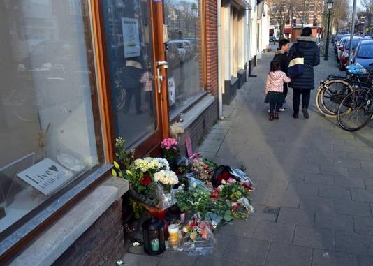 Bloemen bij de yogastudio aan de Neptunusstraat