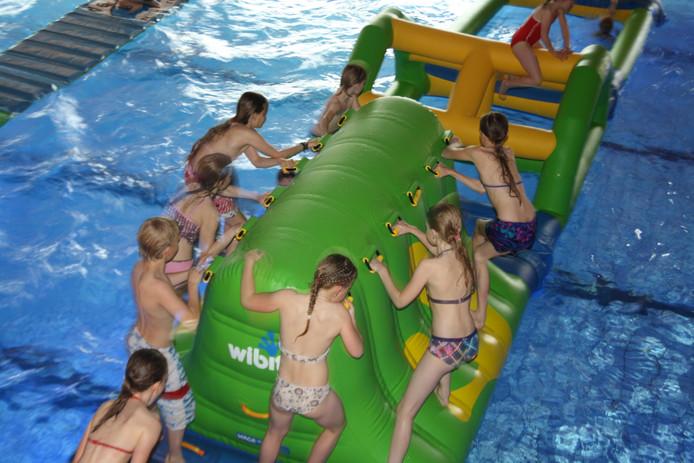 De Survival Watergames in het 'oude' zwembad De Boetzelaer.