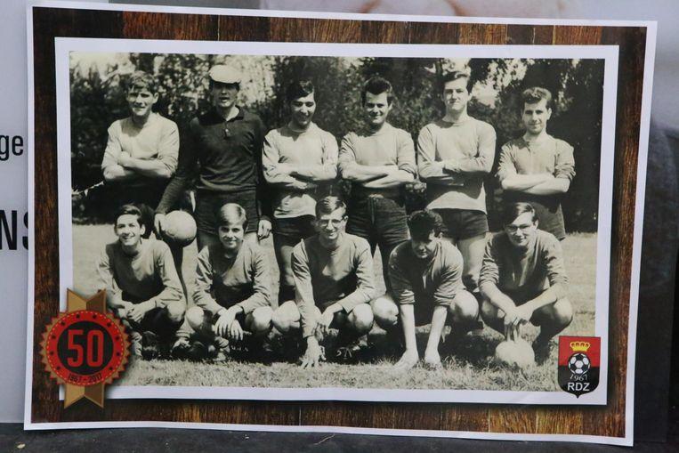 Een foto van de eerste ploeg, zo'n 50 jaar geleden.