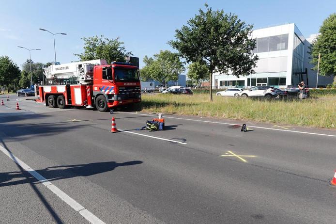Fietser geschept door brandweerwagen op Boschdijk