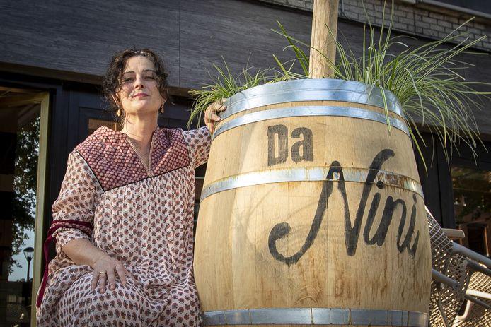 Jolanda Cremonini bij haar nieuwe restaurant Da Nini.