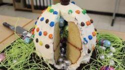 Zoek je nog een origineel dessert voor Pasen? Probeer dan dit gevuld reuzenpaasei