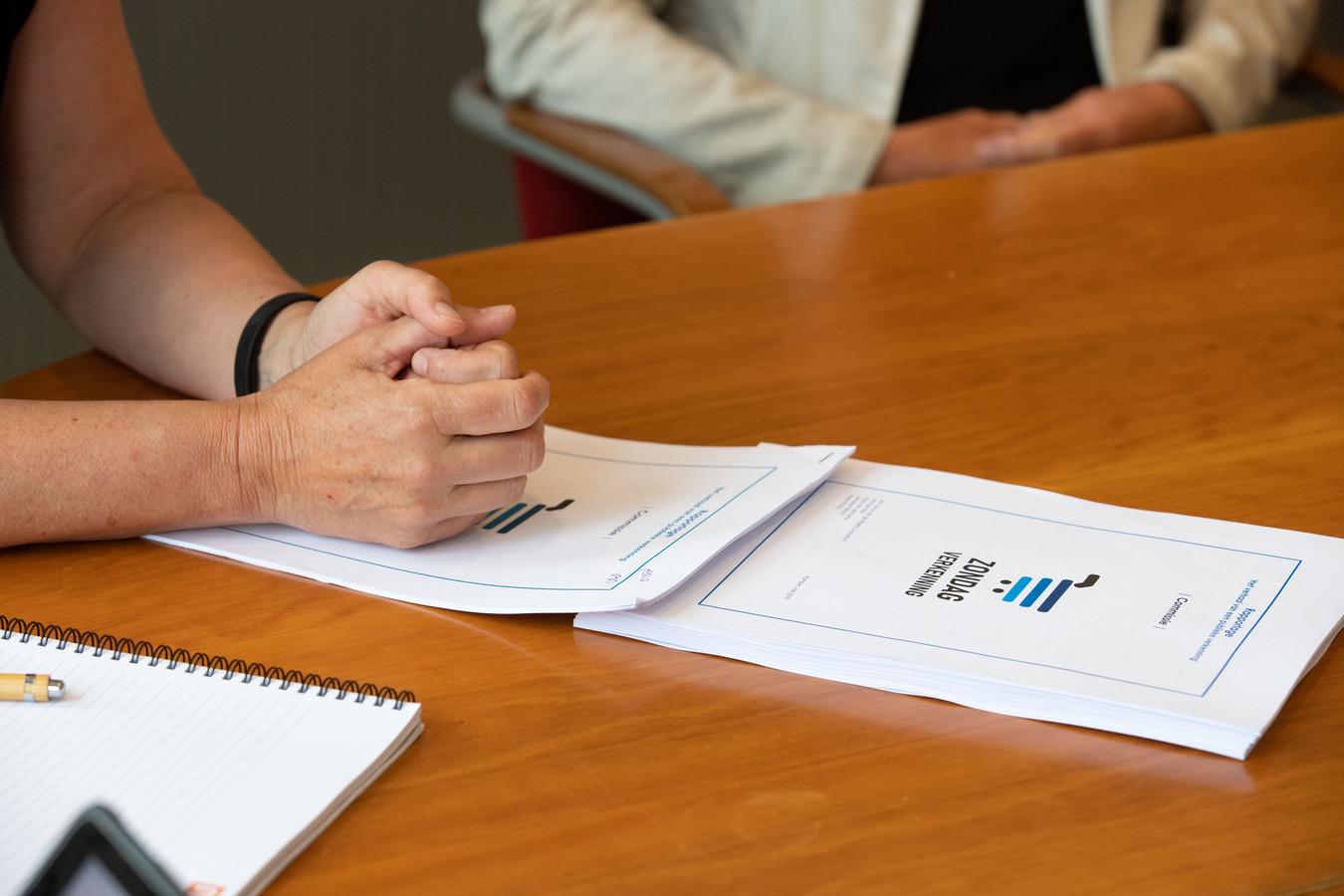 Commissie zondagverkenning presenteerde dinsdag rapportage over boodschappen doen op zondag in Kampen.