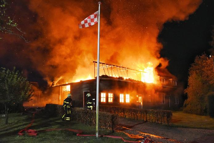 Grote brand verwoest woonhuis in Heukelom