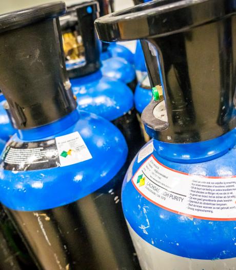Milieudienst vindt 3000 kilo illegaal opgeslagen lachgas (en dat is genoeg om 375.000 ballonnen mee te vullen)