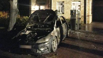 Volkswagen Golf uitgebrand: auto was nog geen maand oud