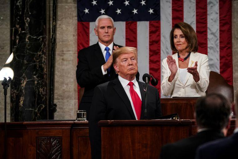 President Trump met achter hem vicepresident Mike Pence en Speaker of the House Nancy Pelosi.