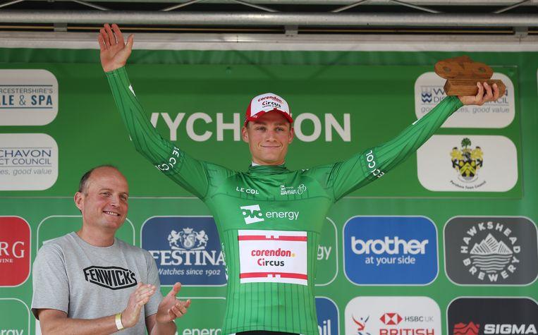 Mathieu van der Poel nam de leiderstrui over van Matteo Trentin.
