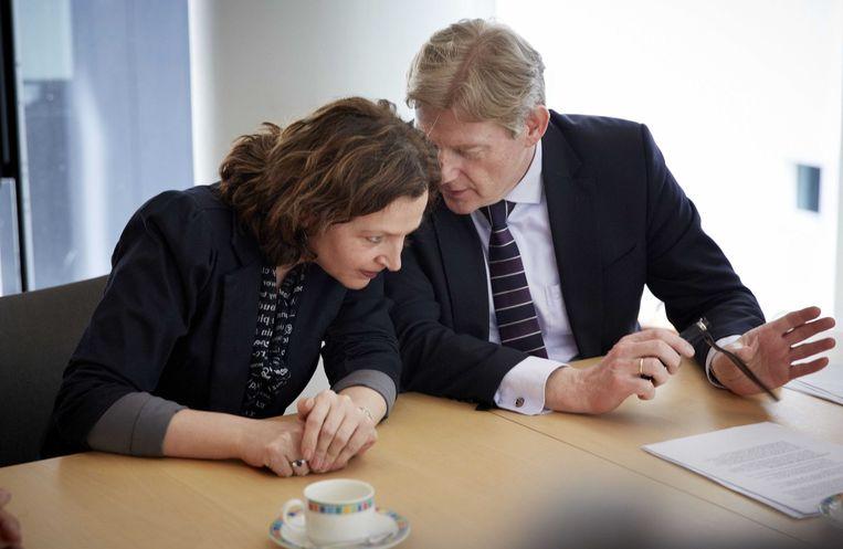 Minister Edith Schippers (L) en staatssecretaris Martin van Rijn van Volksgezondheid, Welzijn en Sport Beeld ANP