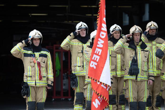 Eén minuut stilte  voor de overleden brandweermannen in Beringen.