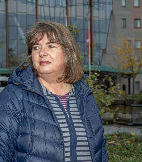 Haagse Florbela is ver van huis, maar dichtbij haar man in ziekenhuis Zwolle: 'We laten hem niet alleen'