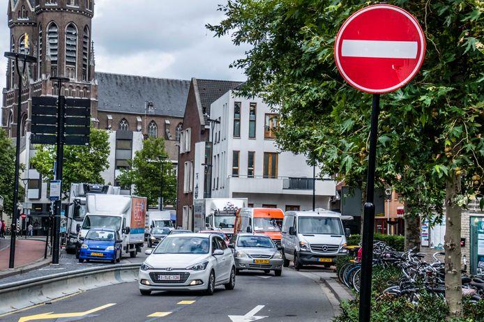 """Volgens verkeerswethouder Mario Jacobs is de cityring een 'verkeersriool dat het centrum doorklieft'. ,,Het klopt dat de ring een racebaan is."""""""