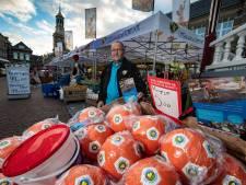 Westerink (66) stelt pensioen én vakantie om gehandicapte Sven (5) uit IJsselmuiden te helpen