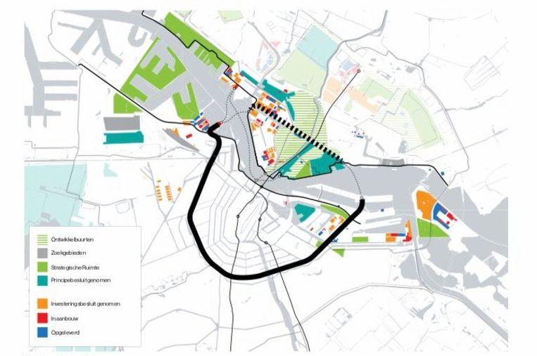 Het Stenen Hoofd in West en het Azartplein in Oost zouden betere plekken zijn voor een brug over het IJ. Beeld Visienota Oeververbindingen IJ