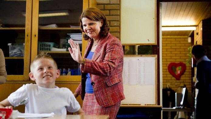 Minister Marja van Bijsterveldt (OCW) brengt een werkbezoek aan openbare basisschool De Tiende Penning in Vierpolders.