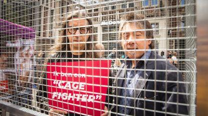Herman Brusselmans laat zich opsluiten om aandacht te vragen voor dierenleed