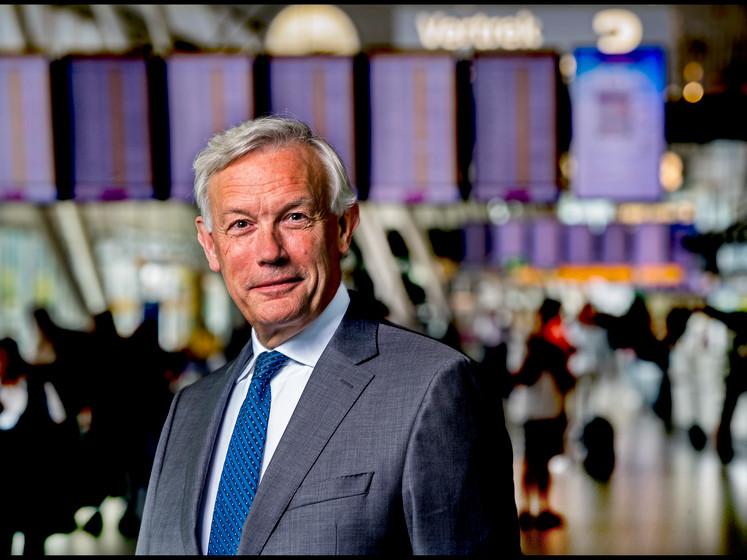 Schiphol-baas: 'Het boeit reiziger niet wie schuldig is aan die lange rijen'