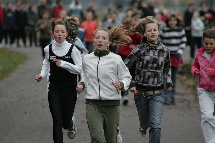 Kinderen van de Raalter basisscholen lopen de longen uit hun lijf tijdens de jaarlijkse wintercrossloop.