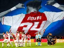 Ajax-fans eren Nouri met gigantisch spandoek