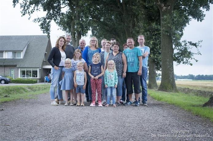 Bewoners en aanwonenden van de Schuineweg in Westerhaar eisen op korte termijn maatregelen om de overlast door sluipverkeer tegen te gaan.