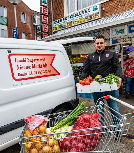 Turkse supermarktbus rijdt wekelijks door Salland. 'Nederlanders bestellen graag online boodschappen'