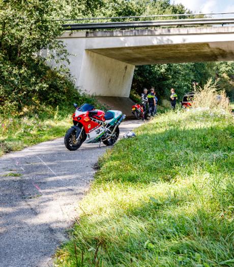 Motorrijder gaat onderuit en raakt gewond in Vilsteren