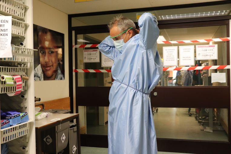 Verpleegkundige Ronald Visser. Beeld Elmer Bets