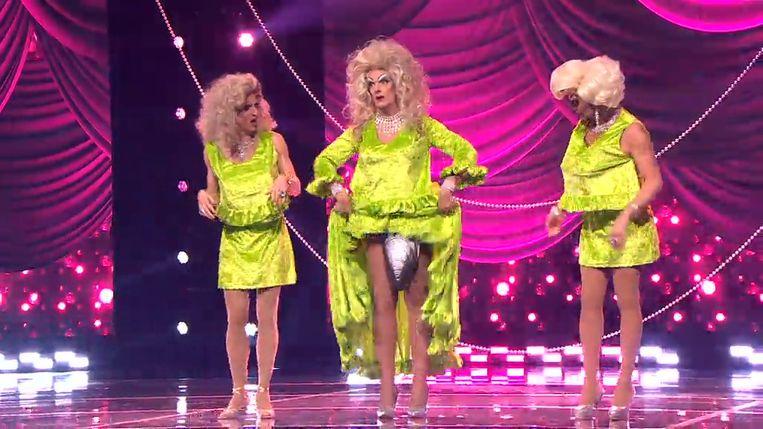 Travestiegroep Mask'ara kreeg vier rode buzzers van de jury.