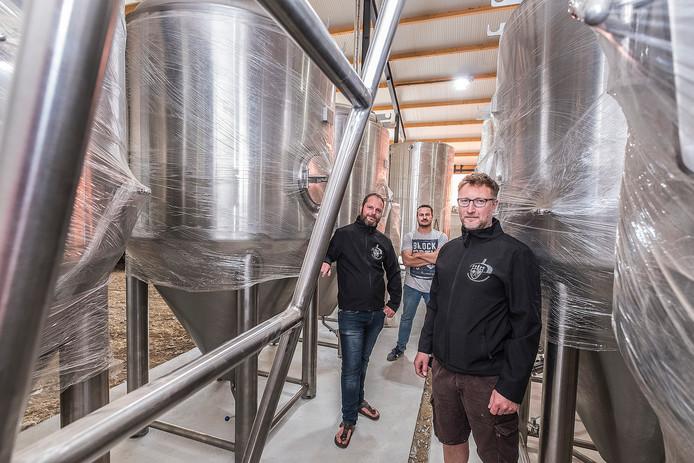 De eigenaren van brouwerij D'n Drul en Stollenberg in hun nieuwe onderkomen aan de Wylerbaan in Groesbeek: Colin Reinders, Roland Boschman en Arnoud Boonstra (v.l.n.r.).