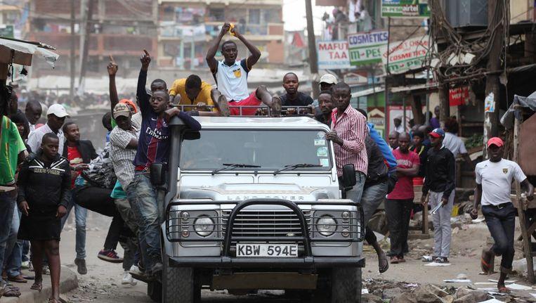 Aanhangers van oppositieleider Odinga gaan de straat op in Nairobi. Beeld epa