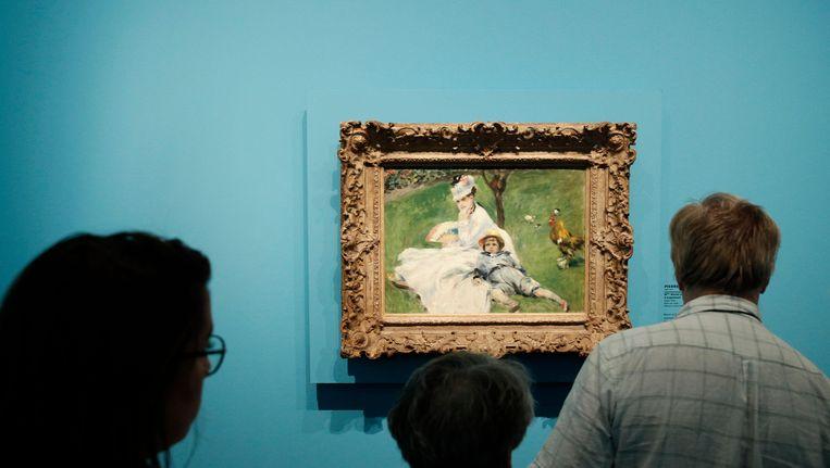 Een ander schilderij van Renoir: 'Madame Monet et son fils Jean dans le jardin a Argeneuil') Beeld epa