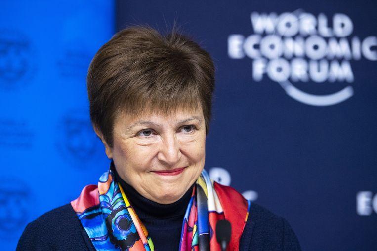 IMF-directeur Kristalina Georgieva maandag tijdens de persconferentie in Davos. Georgieva komt van de Wereldbank en is Christine Lagarde opgevolgd, die weer naar de Europese centrale bank is vertrokken.  Beeld EPA
