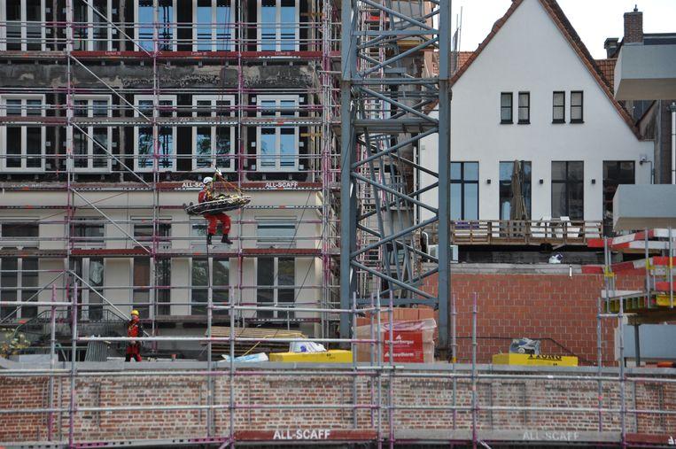 Het RED-team van Brandweerzone Centrum oefent een redding vanop een torenkraan in de Nederkouter in Gent.