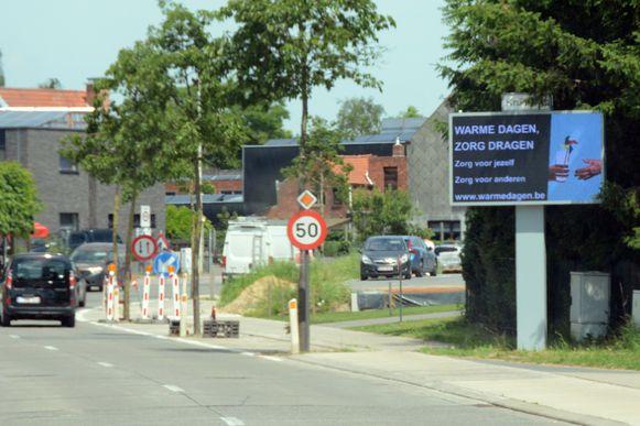 De bevolking wordt onder meer gesensibiliseerd via de digitale infoborden langs de gewestweg.