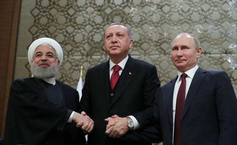 Iraans president Hassan Rouhani (links), Turks president Recep Tayyip Erdogan (midden) en Russisch president Vladimir Putin (rechts) na afloop van de topontmoeting.