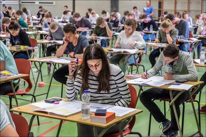 Mei 2016 ging het eindexamen wel door, zoals voor deze leerlingen van het Elzendaalcollege in Boxmeer.